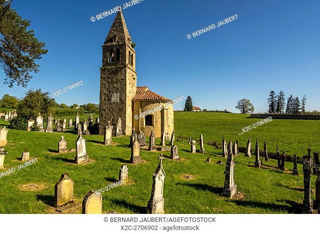 Church of Saint Benoit and ancient cemetery of Saint-Maurice-les-Chateauneuf. Brionnais region. Saône et Loire. France