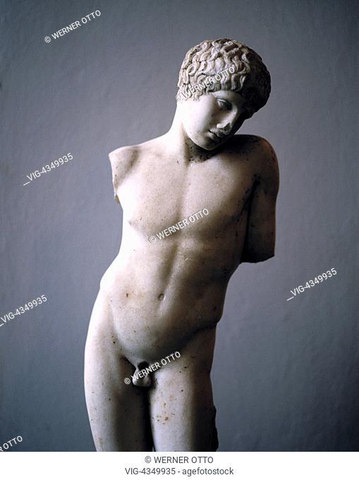 D-Berlin, Museumsinsel, Antikensammlung im Pergamonmuseum, griechische Statue von Narkissos, roemische Kopie, Junge, Juengling, Torso, Skulptur, Plastik