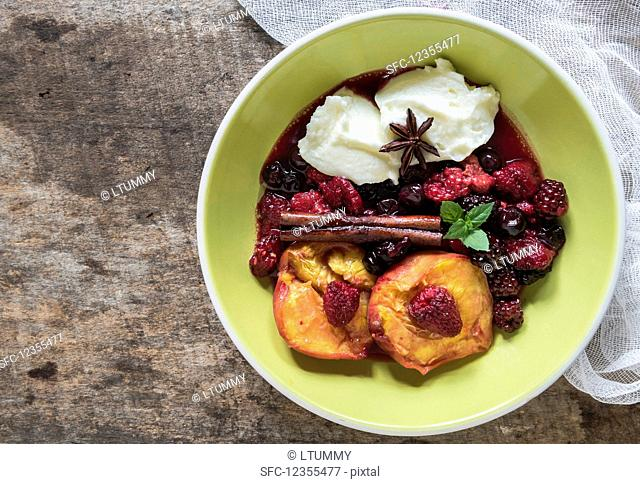 Grilled berries and peaches mascarpone cheese