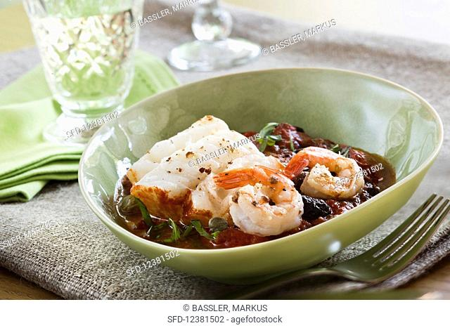 Cod with prawns in tomato sauce