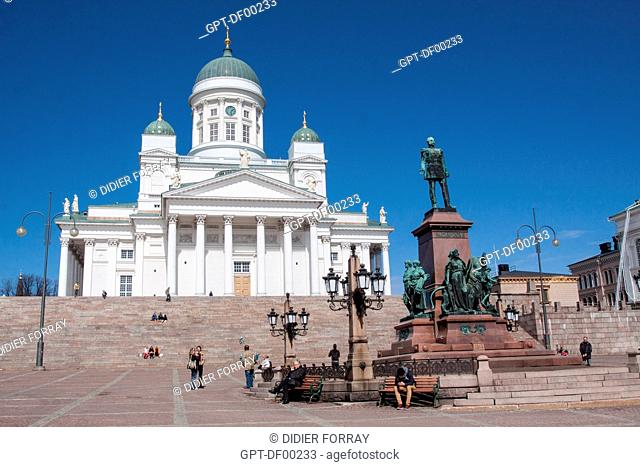 SENATE SQUARE WITH THE STATUE OF THE EMPEROR ALEXANDER II OF RUSSIA 1818-1881, GRAND-DUKE OF FINLAND, AND THE TUOMIOKIRKKO CATHEDRAL BUILT IN THE MID-19TH...
