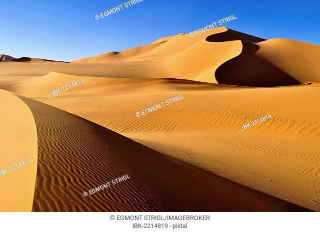 Sand dunes at Erg Mehedjibat, Immidir, Algeria, Sahara, North Africa