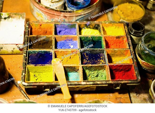 Powder colors to paint