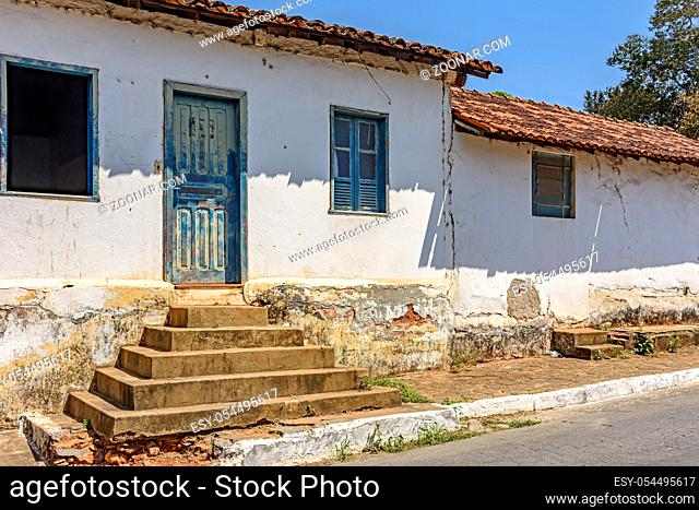 Old weathered house with potholed walls used by poor populations in the interior of Brazil