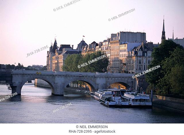 Early morning, River Seine, Paris, France, Europe