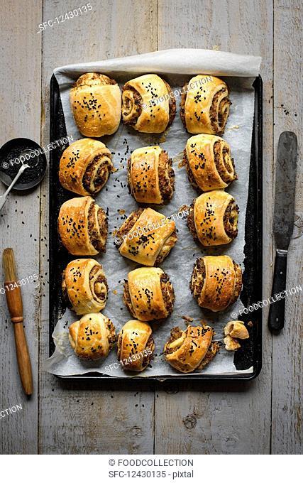 Bread rolls stuffed with mushroom and onion