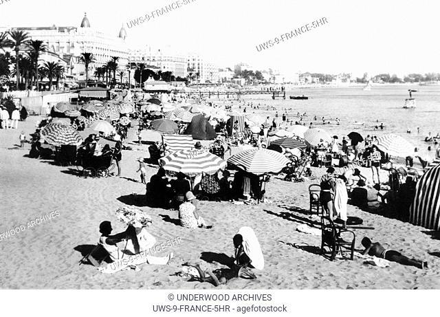 Cannes, France: c. 1925.The beach at Cannes. La Plage Les Baigneurs