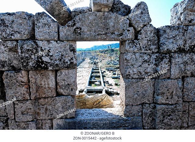 Blick durch das Nymphaeum Perge Türkei, Looking through the Nymphaeum Perge Turkey