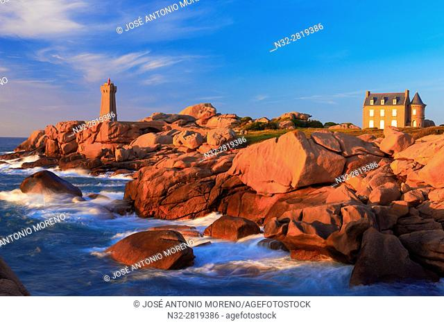 Ploumanach, Ploumanac'h, Mean Ruz Lighthouse, Phare de Mean Ruz, Sunset, Pink granite coast, Cote de Granit Rose, Cotes d'Armor, Côtes-d'Armor