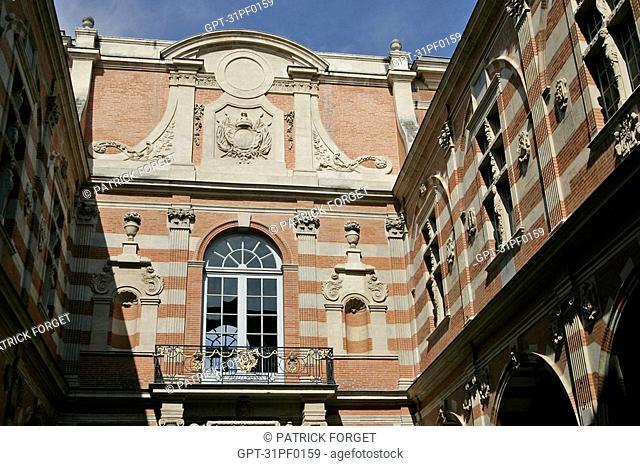 INNER COURTYARD, CITY HALL, PLACE DU CAPITOLE, TOULOUSE, HAUTE-GARONNE 31, FRANCE