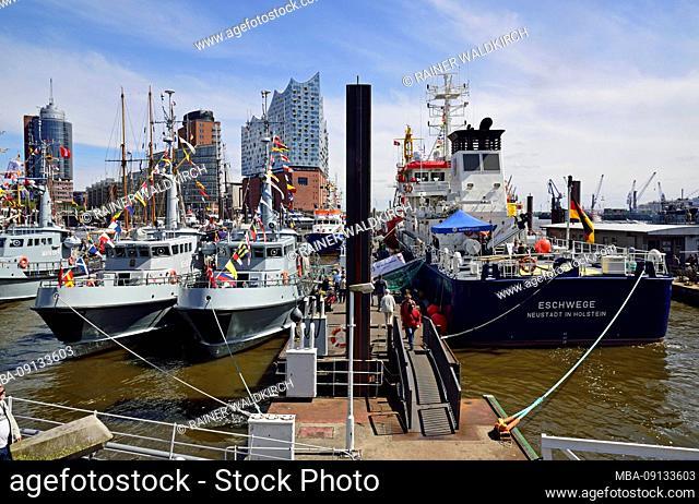 Europe, Germany, Hanseatic City of Hamburg, Baumwall, Elbe, marina, Elbphilharmonie, HafenCity, Fleet visit