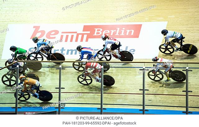 """02 December 2018, Berlin: Cycling: Track Bike World Cup in the Velodrom: Final, Women, Madison: The riders in the first bend under the logo """"""""be Berlin"""""""""""