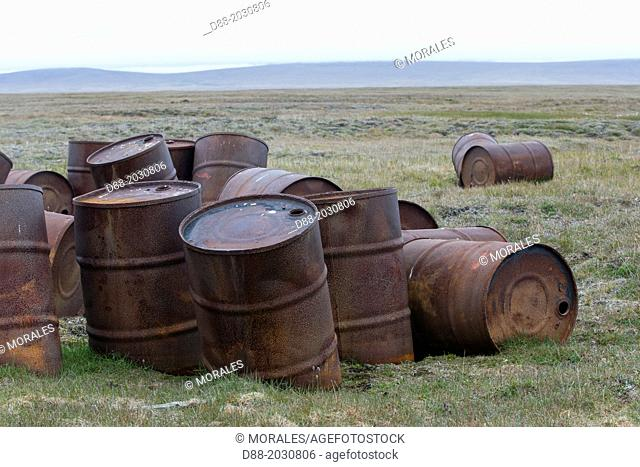 Russia , Chukotka autonomous district , Wrangel island , Mammoth river , old barrels of petrol abandonned by the russian army after the cold war