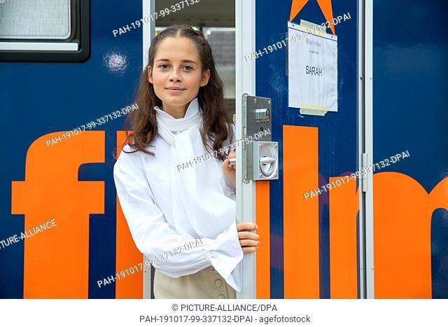 "17 October 2019, Bavaria, Wiesenttal: Bianca Nawrath, actress, who plays Princess Sarah in the ARD fairy tale film """"Der starke Hans"""""