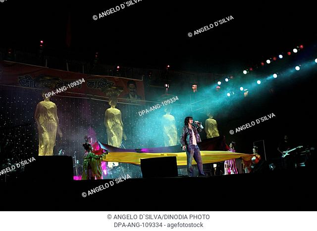Stage show by Sonu Nigam at Dadoji Konddeo Stadium ; during Thane Festival in November 2006 ; Thane ; Maharashtra ; India NO MR