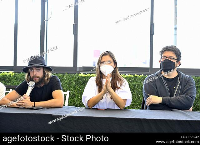 MEXICO CITY, MEXICO - OCTOBER 26: Alex Crusa, Actress, Carla Hernandez, director Gibran Bazan speak during The Blackboard And Press Conference of the movie...