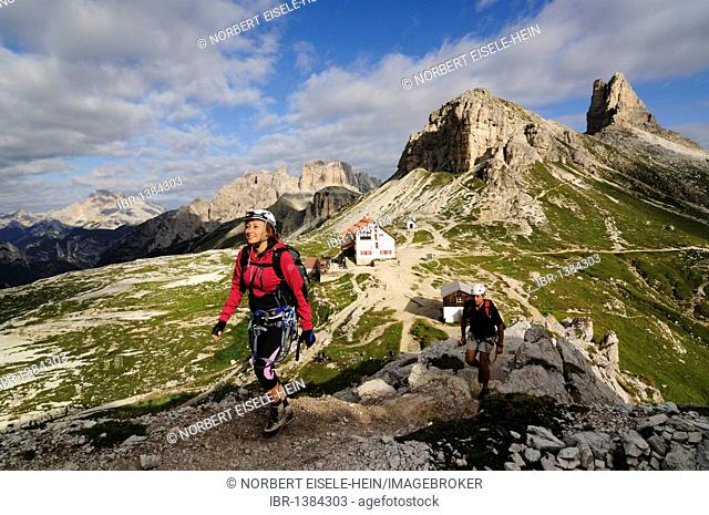 Climbers at a via ferrata tour to Mt. Paternkofel, Hochpustertal, Sexten Dolomites, South Tyrol, Italy, Europe