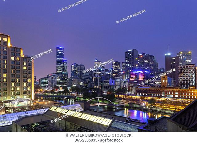 Australia, Victoria, VIC, Melbourne, skyline along the Yarra River towards Rialto Towers, elevated view, dusk