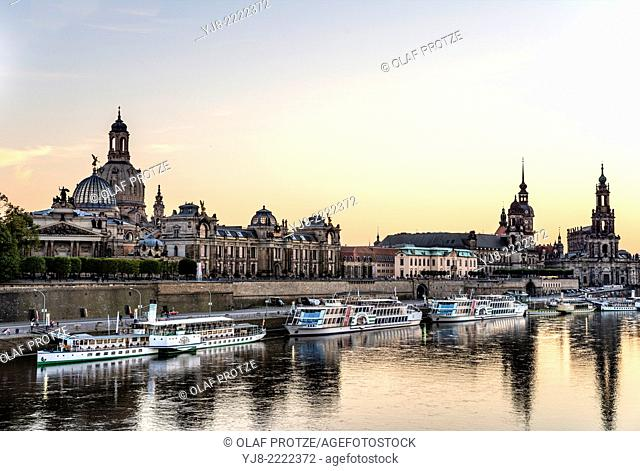 Dawn at Elbe River in front of the Dresden skyline, Saxony, Germany