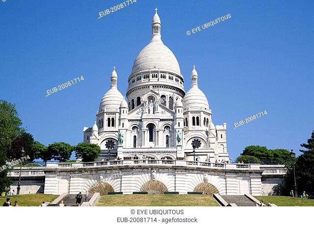 Montmartre The Church of Sacre Coeur or Sacred Heart