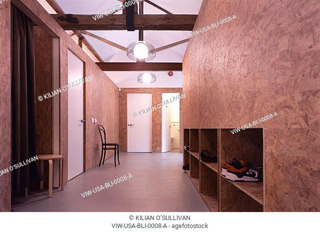 BLISS DANCE STUDIO, OFF KINGSLAND ROAD, LONDON, E2 BETHNAL GREEN, UK, ULLMAYER SYLVESTER ARCHITECTS, EXTERIOR, VIEW OF CORRIDOR DAY