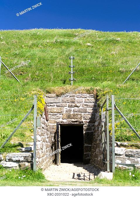 Maes Howe or Maeshowe is a neolithic chambered cairn (app 2800 bc). Maes Howe is part of the Unesco world heritage The Heart of Neolithic Orkney