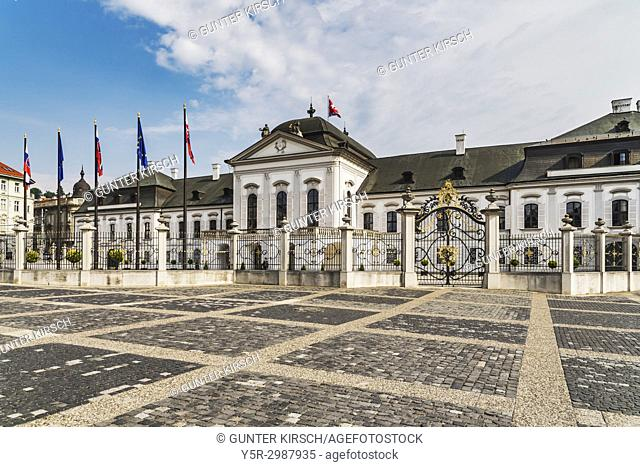 The Palais Grassalkovich is an impressive late Baroque Rococo Palace. It was built in 1760 by the architect Andreas Mayerhoffer