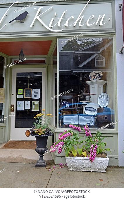 Antiques and decoration shops in Essex, Connecticut