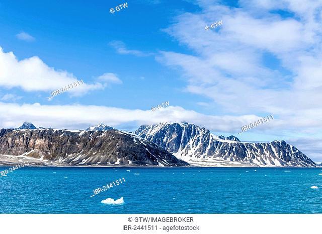 Smeerenburgfjorden, Spitsbergen West coast, Svalbard archipelago, Norway, Europe