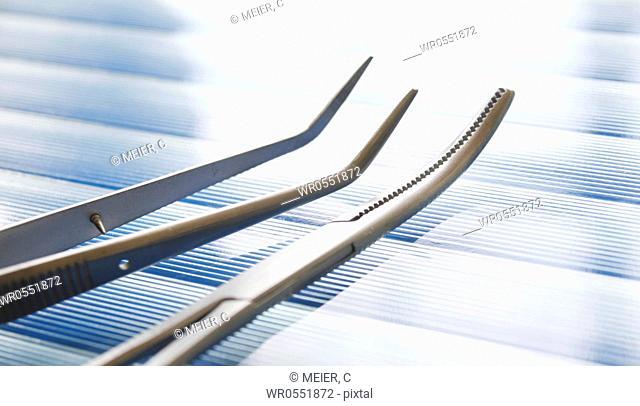 Dental set of instruments : Two tweezers - forzeps