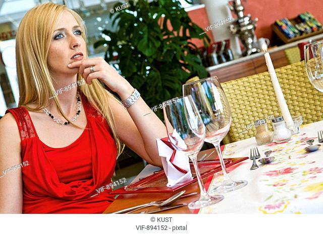 Frau beim Essen - 07/07/2008