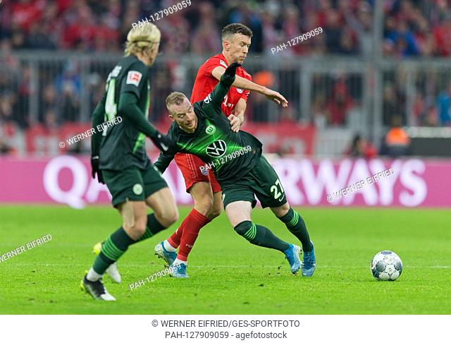 from left: Ivan Perisic (FC Bayern Munich) in duels with Maximilian Arnold (VfL Wolfsburg) GES / Football / 1.Bundesliga: FC Bayern Munich - VfL Wolfsburg, 21