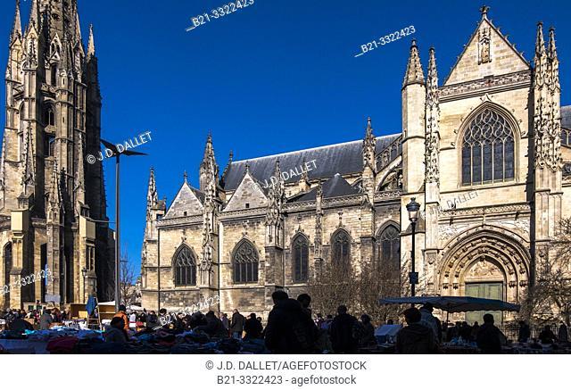 France, Nouvelle Aquitaine, Gironde, on Place Saint Michel, the Basilic Saint Michel, and the tower Saint Michel, at Bordeaux