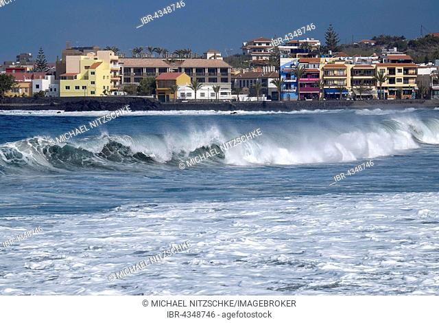 Churning sea at La Playa, Valle Gran Rey, La Gomera, Canary Islands, Spain