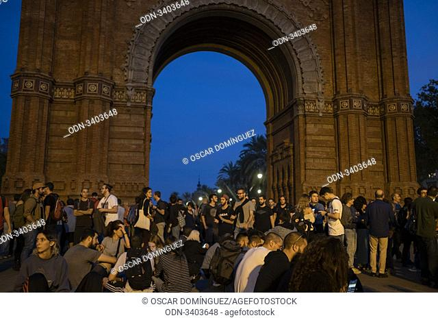 Barcelona, Spain. 19th Oct, 2019. Catalan pro-independence demonstrators gather in front of the Arc de Triomf. Numerous protests are taking place in the last...