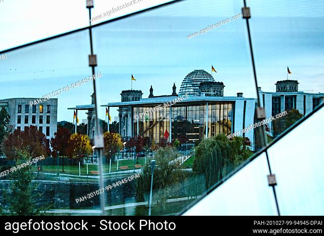 27 October 2020, Berlin: Daa Paul-Löbe-Haus and the dome of the Reichstag are reflected in a glass facade. Photo: Paul Zinken/dpa-Zentralbild/dpa