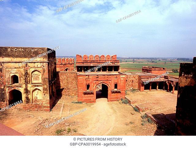 India: The Hathi Pol Gate (Elephant Gate) near Birbal Bhavan (Birbal's House), Fatehpur Sikri, Uttar Pradesh