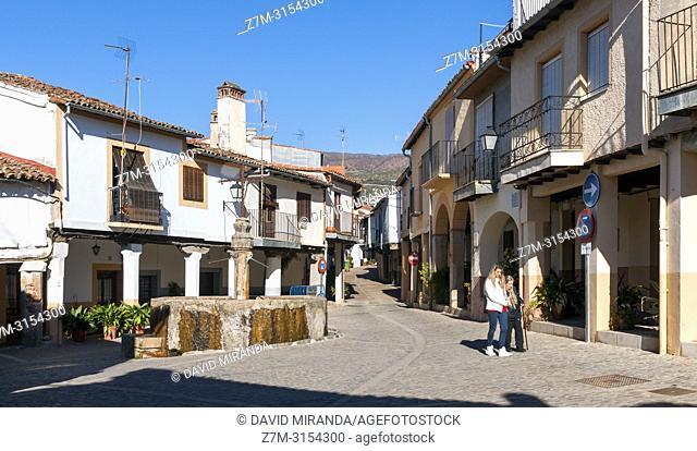Plaza de la Fuente de Los Tres Chorros en la Antigua Judería. Guadalupe. Cáceres. Extremadura. España