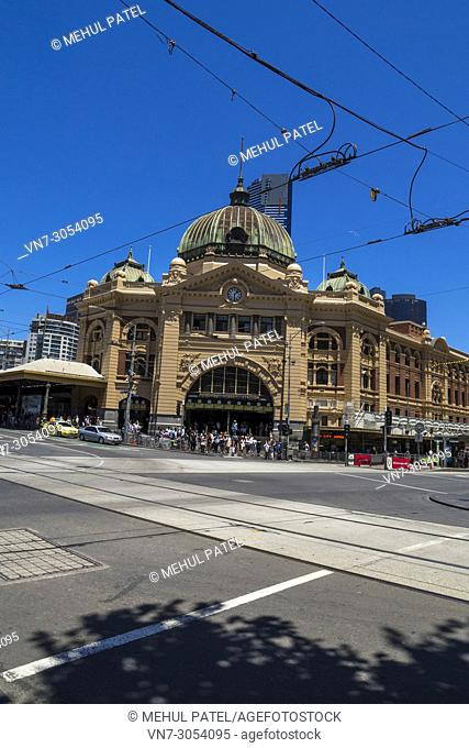 Angled view of entrance to Flinders Street Station, Flinders Street crosssroad with Swanston Street, Melbourne, Victoria, Australia