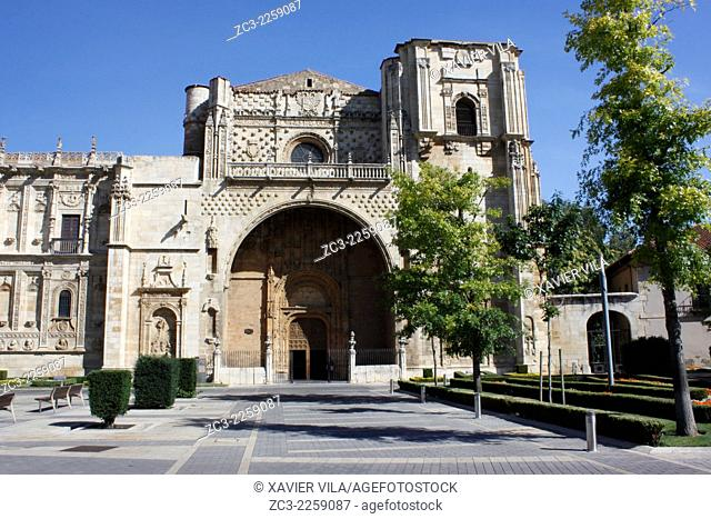 Entrance of the Basilica of San Isidoro, road to St Jacques de Compostella, City center of Leon, Castile and Leon, Spain