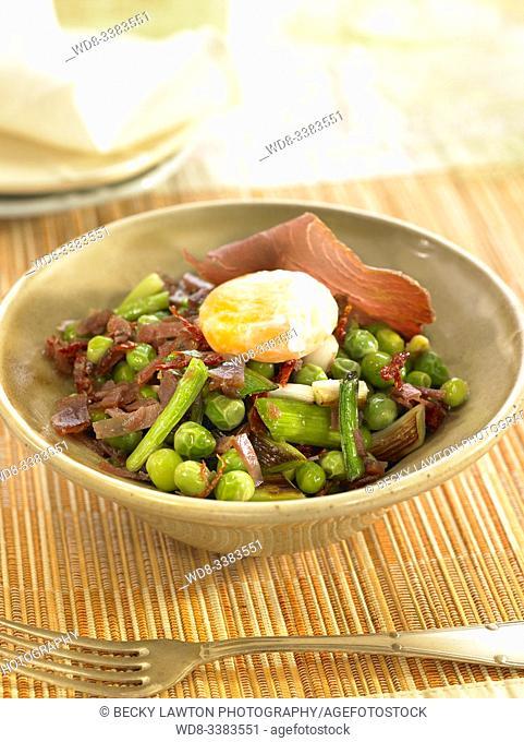 guisantes salteados con mojama y ajo tierno / peas sauteed with mojama and tender garlic