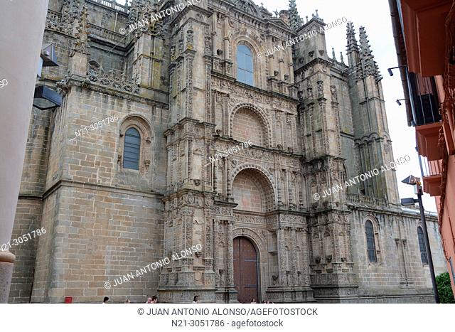 The cathedral of Plasencia, which, in fact, consists of two buildings: the old cathedral or Church of Santa Maria -13th century, and the new