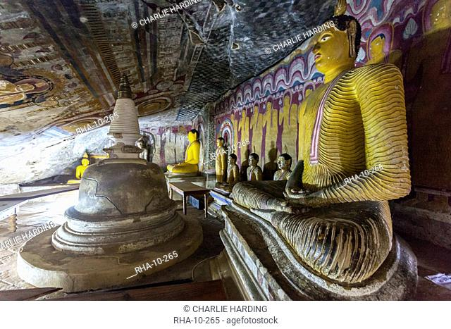 Sitting Buddha statues, Royal Rock Temple, Golden Temple of Dambulla, UNESCO World Heritage Site, Dambulla, Sri Lanka, Asia