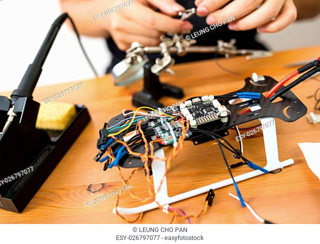 Assembler the parts on drone body