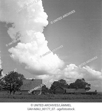 Ländliche Gegend im Ermland in Ostpreußen, Deutschland 1930er Jahre. Rural farm house at Warmia in East Prussia, Germany 1930s