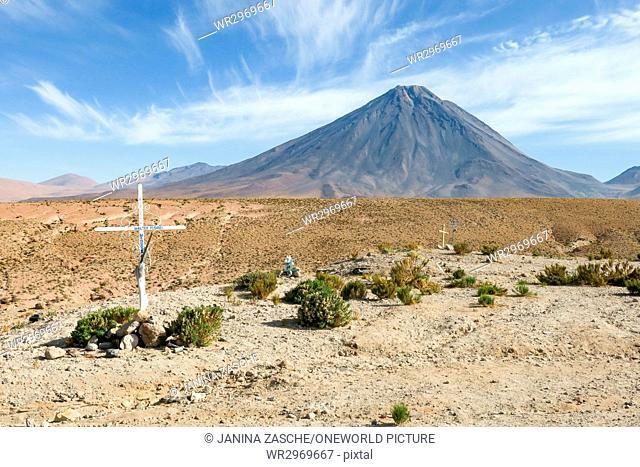 Bolivia, Departamento de Potosí, Nor Lípez, on the way from San Pedro to Bolivia - crosses in front of a mountain in Bolivia