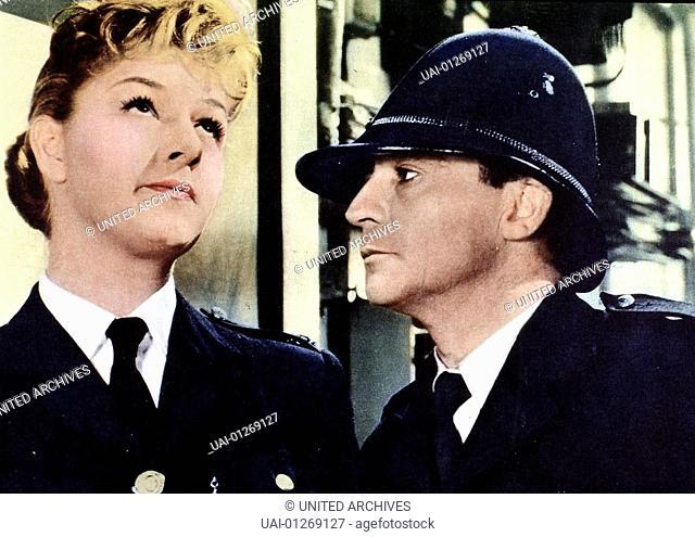 Joan Sims, Kenneth Connor Polizistin Gloria Passworthy (Joan Sims) ist von den Faehigkeiten ihres neuen Kollegen Constable (Kenneth Connor) nicht ueberzeugt