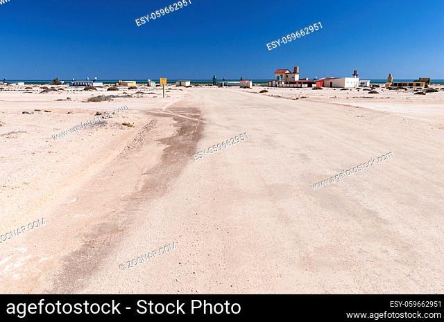Dorf am Trans-Kalahari Highway zwischen Walvis Bay und Swakopmund, Namibia, Afrika