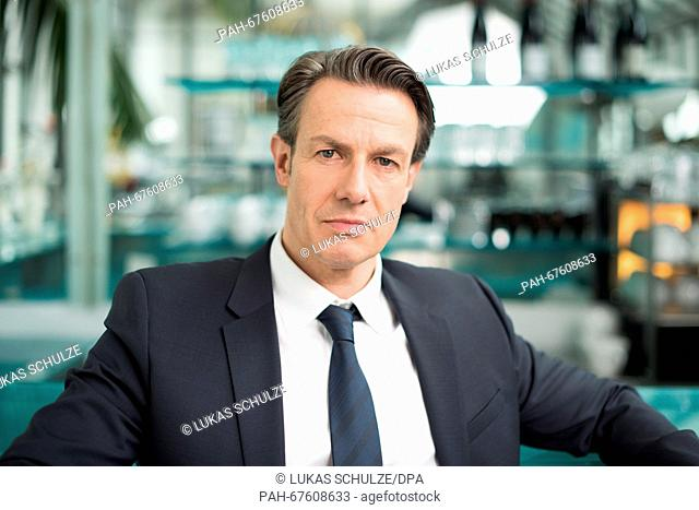 Urs Remond, in the role of Jeff Parker, posing during a photo call in Hamburg, Germany, 18 April 2016. The ARDtelevision series 'Rote Rosen' ('Red Roses')...