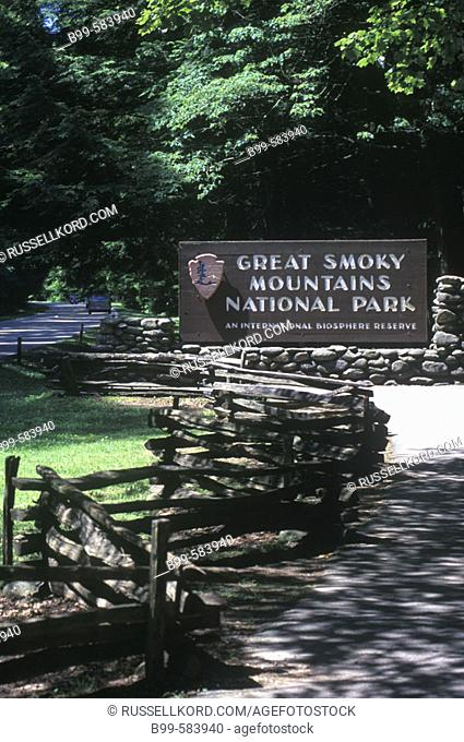 Entrance Sign, Great Smoky Mountains National Park, Tennessee, Usa